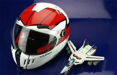 20091020macrossmotorcyclehelmet 400x258 Riding In Style on My Cyclone